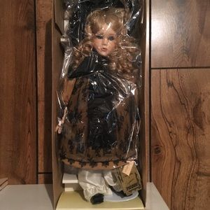 Connissuer Collection Doll By Seymour Mann